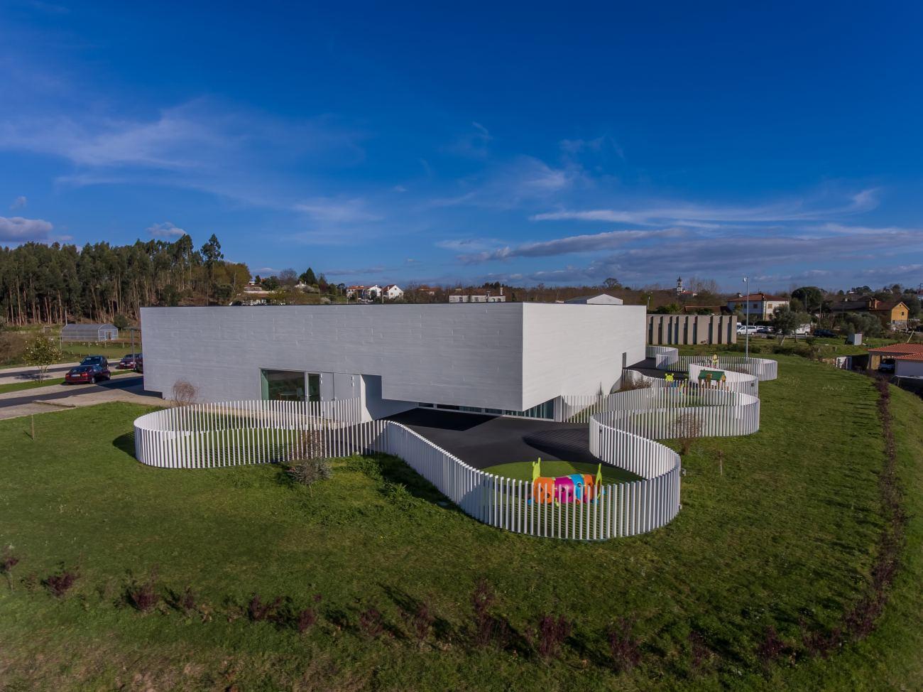 construcao-da-creche-casa-de-magalhaes-acabamentos-interiores-e-arranjos-exteriores-12